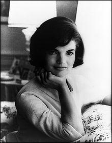 Quel métier exerçait Jackie Bouvier avant sa rencontre avec J. F. Kennedy ?
