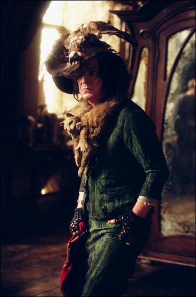 Troisième année : quelle forme l'Epouvantard prend-il face à Lupin ? Et face à Ron ?