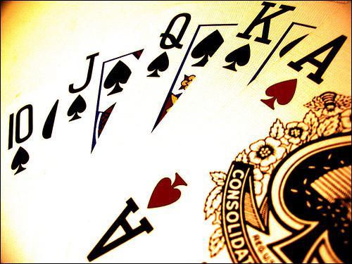 Le plus beau jeu ou la plus belle main que l'on puisse avoir avec 5 cartes, dans ce jeu de cartes devenu très à la mode.