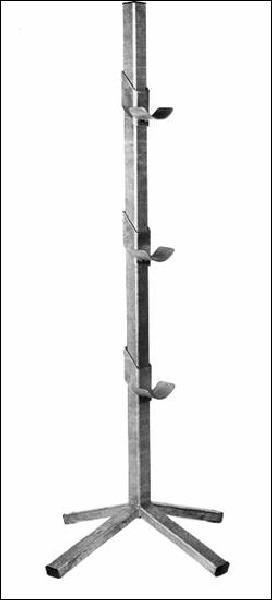 Comment s'appellent les grands poteaux qui tiennent les barres d'obstacle ?