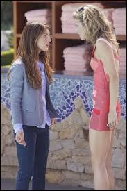 Pourquoi Annie et Naomi se disputent-elles ?