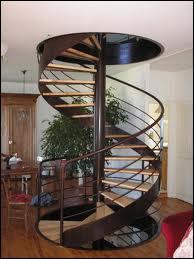 Comment s'appelle ce type d'escalier qui tourne comme la spirale d'une coquille d'escargot ?