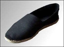 Comment s'appelle ce type de chaussure, basse et légère, en toile et à semelle de corde tressée ?