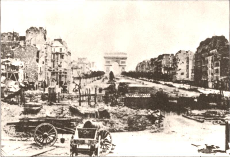 L'Avenue des Champs-Élysées est partiellement détruite durant cette guerre, laquelle d'après cette photo ?