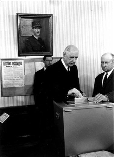 Le référendum du 27 Avril 1969 a entrainé la démission du Président de Gaulle, car le Non l'a emporté à 52, 41%. Quels étaient les 2 sujets de ce référendum ?