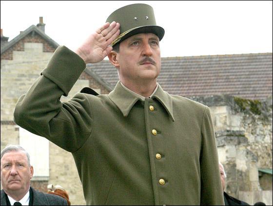 Trois acteurs ont joué le rôle ( ce ne sont pas les seuls), de Charles de Gaulle. Tout il y a eu ... . .