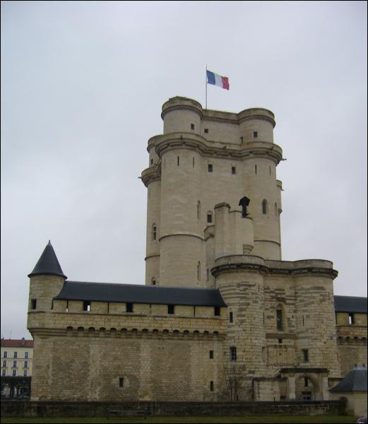 Les châteaux-forts existent dès l'époque de Charlemagne.
