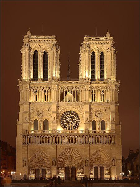 Les cathédrales de style gothique -plus hautes, plus lumineuses, plus raffinées- apparaissent au XIIème siècle