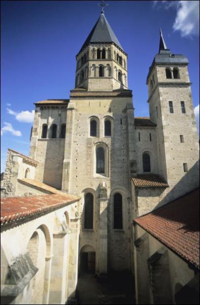 L'abbaye de Cluny est fondée au début du Xème siècle en Champagne.