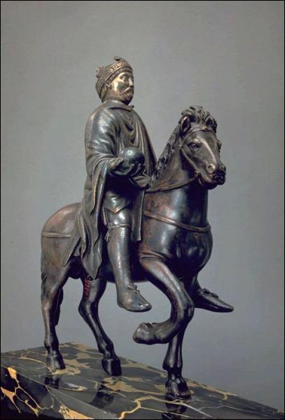 Charlemagne règne pendant 26 ans, de 778 à 804.