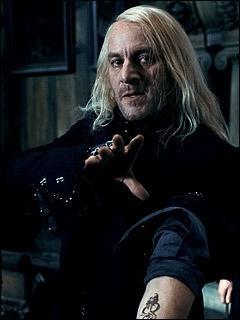 Avec qui Lucius s'en va-t-il à la fin du film ?