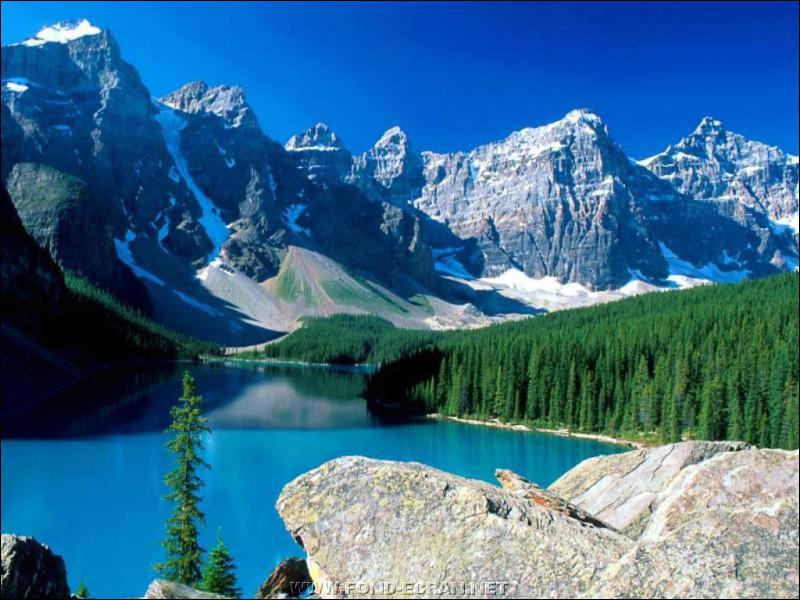 Quel dieu ouranien, rarement mentionné, symbolise la montagne ?