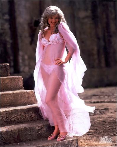Selon plusieurs mythes, comment Aphrodite est-elle née ?