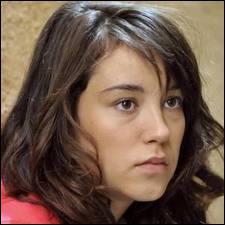 Comment se prénomme cette adolescente ?