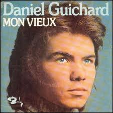 Comment était le vieux pardessus dans la chanson de Daniel Guichard 'Mon vieux ?