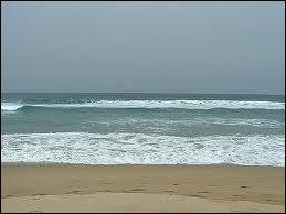 Quelles eaux bordent le Maroc ?
