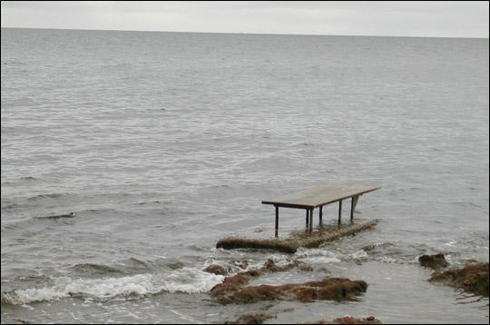 Comment s'appelle cette table au milieu de la mer ?