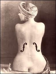 Comment s'appelle cette artiste qui fut la compagne et le modèle de Man Ray ?