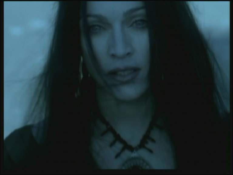 De quel clip des années 90 est tirée cette photo de Madonna ?