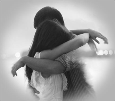 Qui chantait 'Jamais de la vie on oubliera la première fille qu'on a pris dans ses bras' ?