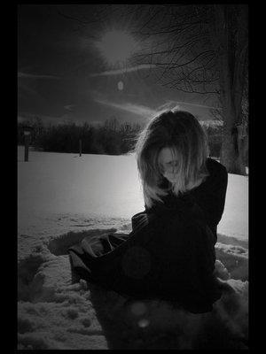 Qui chantait 'Petite fille de novembre, si blanche dans la nuit de cendre' ?