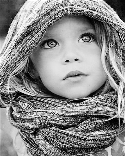 Qui chantait 'Je ne suis qu'une toute petite fille, et quand je suis dans tes bras' ?