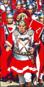 Qui interprète le centurion Caïus Bonus dans ' Astérix et Obélix contre César' et ' Astérix aux jeux olympiques' ?