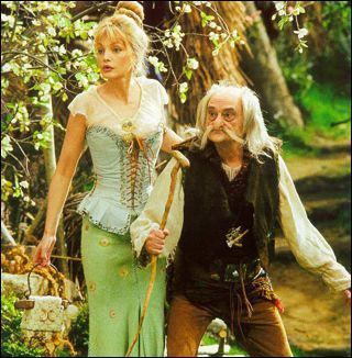 Qui interprète Madame Agecanonix dans ' Astérix et Obélix contre César' ?