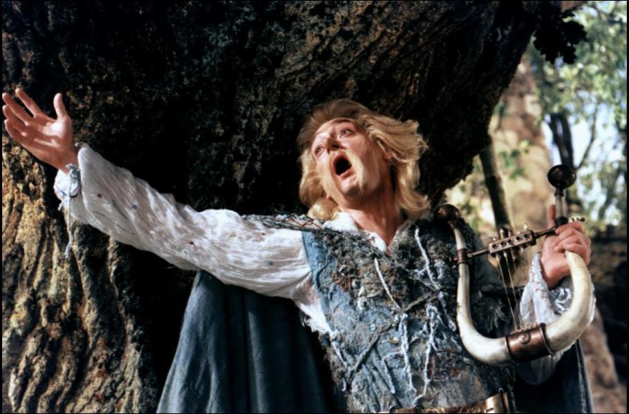Qui interprète le barde Assurancetourix dans ' Astérix et Obélix contre César' ?
