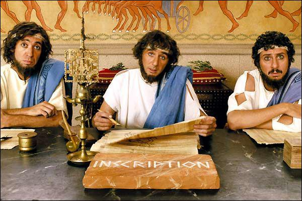 Qui interprère le juge arbitre grec Oméga dans ' Astérix aux jeux olympiques' ? ( au milieu sur la photo)