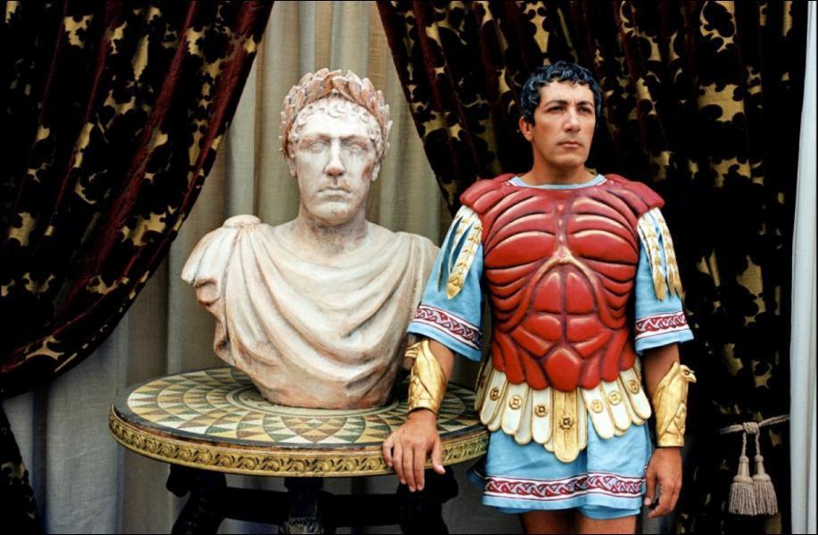 Qui interprète César dans ' Astérix et Obélix : Mission Cléopâtre' ?