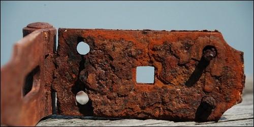 La rouille résulte d'une réaction du fer avec :
