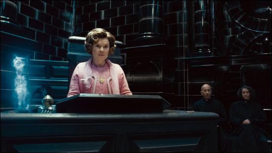 Au Ministère, Harry voit un homme se défendre sur le statut de son sang et cherche à le prouver en donnant l'identité de son père, un ingénieur en balais bien connu. Comment s'appelait alors son père ?
