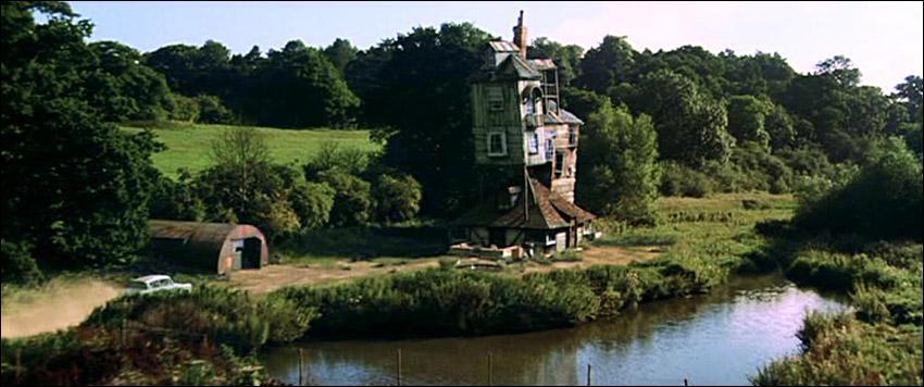 Chez les Weasley, Molly regarde souvent leur horloge magique ( qui montre l'endroit où se trouve chaque membre de la famille ) car Arthur est en retard. Sur quoi cette horloge est-elle posée ?