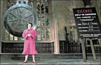 Les trois amis ont reçu les résultats de leurs B. U. S. E. Quelle est la note que Harry a obtenue en Histoire de la Magie, ce qui ne l'étonne pas puisque ce n'est vraiment pas sa matière favorite ?