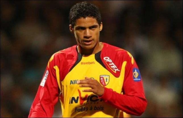 Le jeune footballeur de 19 ans Raphaël Varane a quitté les Sang et Or pour rejoindre...