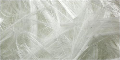L'acrylique est une fibre textile artificielle fabriquée à partir de cellulose, extraite de plantes.