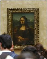 Le tableau a subi de nombreuses agressions. Quel récipient lui a été lancé par un touriste russe en 2009 ?