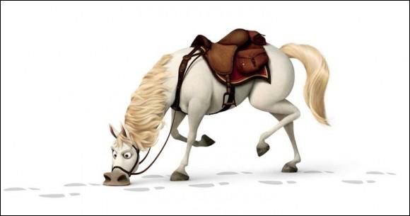 Flynn, dans Raiponce, essaie d'échapper à quel cheval policier ?