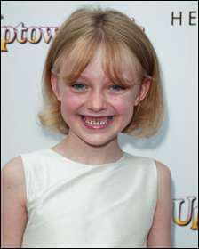 En 2001, Dakota a remporté le prix de ' La meilleure jeune actrice ' pour ' Sam, je suis Sam '. Cette récompense a été attribuée par :