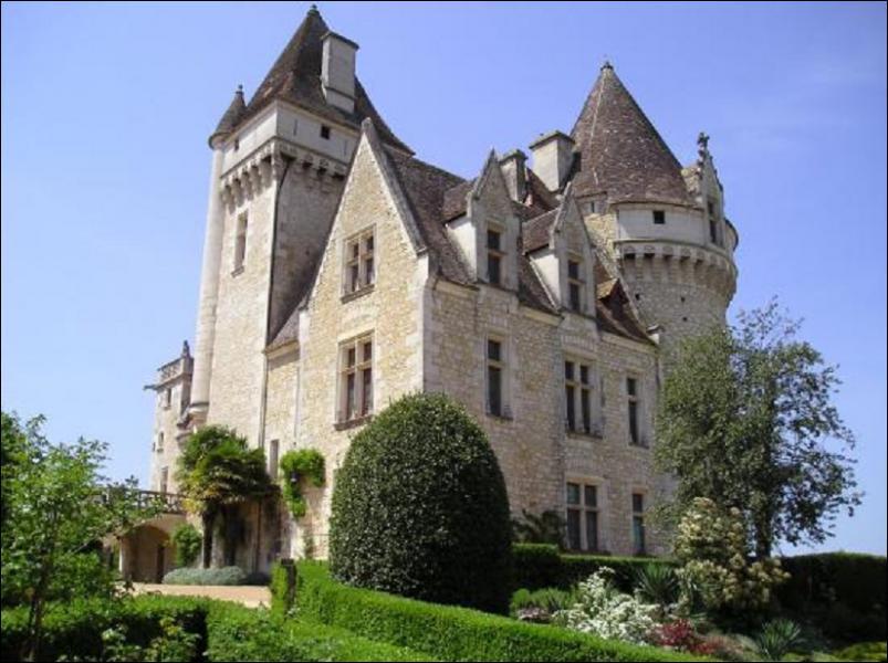 En 1947, elle se marie avec Jo Bouillon, chef d'orchestre, ils achètent un château du Moyen-Âge, lequel ?