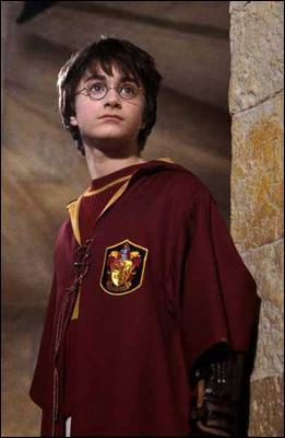 Dans le 1er film, de quel professeur Harry se méfie-t-il déjà avant même de savoir qui il est ?