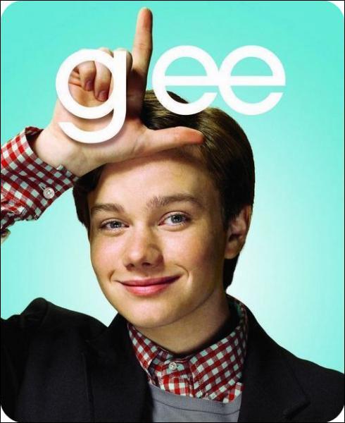 A qui Kurt dit-il qu'il est gay en premier ?