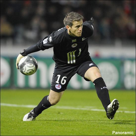 Gardien expérimenté, il a beaucoup donné pour ses anciens clubs comme le PSG et le FC Nantes. Aujourd'hui il évolue au LOSC, c'est...