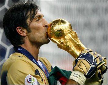 Véritable icône de son club, la Juventus Turin, il a arrêté la tête de Zinédine Zidane en prolongations en finale de la Coupe du Monde 2006, c'est...