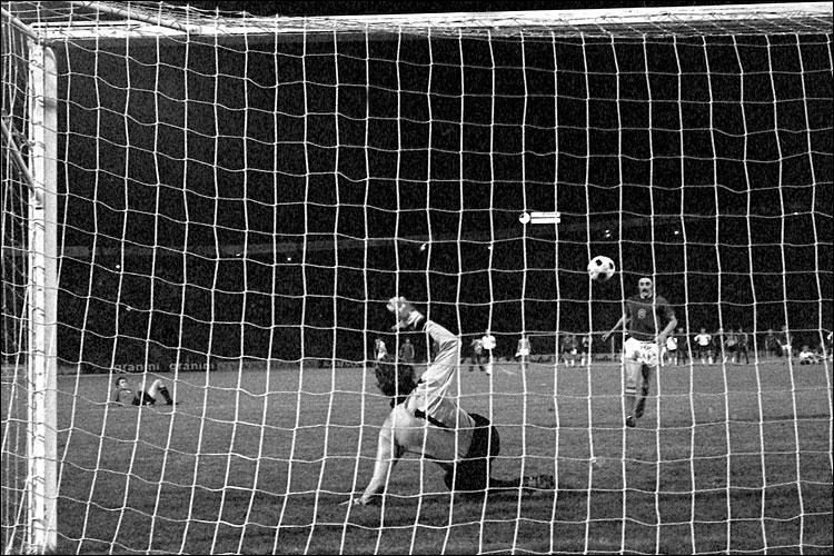 Le renommé gardien Allemand fut la première victime du tchèque Antonín Panenka lors des tirs au but éliminatoires lors du Championnat d´Europe de 1976, c'est...