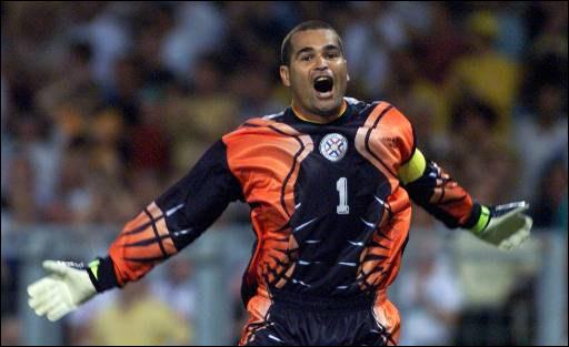 Il a ecoeuré bon nombre d'attaquants. Le gardien paraguayen a une spécialité : attendre la séance de tirs aux buts et faire gagner son équipe, il s'agit de...