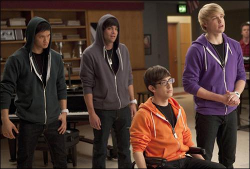 Saison 2 : Quel est le nom du groupe que crée Sam ?