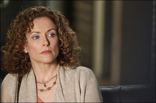 Qui est cette femme, se considérant comme une médium et a défié à la télévision le tueur en série principal de la série ?