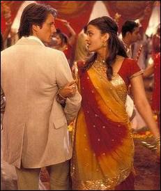 Dans quel film Aishwarya Rai tombe-t-elle follement amoureuse au moment où elle porte ce sari jaune bordé de rouge ?